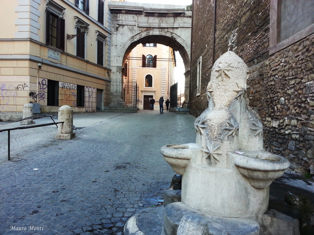 Fontana e Arco di Gallieno - Foto Mauro Monti